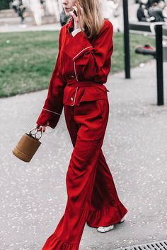 Street Style : Love this pajama style outfit! Street style fashion week