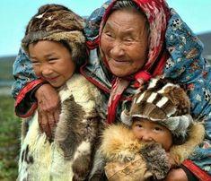 Familia de la etnia Chukotka, Siberia, Rusia.