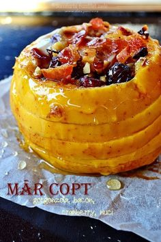 Bacon, caramelized apples, cheddar cheese and some other delicious crazy. Home Recipes, Cooking Recipes, Just Desserts, Dessert Recipes, Caramelised Apples, Romanian Food, Roasted Almonds, Baked Apples, Dried Cranberries