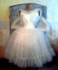 www.demerelbrocante.nl Vintage Ballet, Girls Dresses, Flower Girl Dresses, Pointe Shoes, Headdress, Tutu, Charmed, Costumes, Wedding Dresses