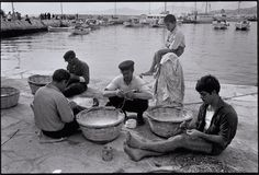 Mykonos 1967 - Repairing Fishnets by Costas Manos Mykonos Island, Mykonos Greece, Athens Greece, Greece Art, Most Famous Photographers, Great Photographers, Greece Pictures, Old Pictures, Vintage Pictures