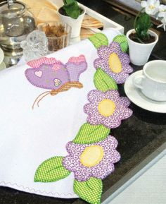Appliqué scarf or table runner Hand Applique, Applique Patterns, Applique Quilts, Applique Designs, Quilt Patterns, Quilting Projects, Sewing Projects, Quilt Border, Sewing Appliques