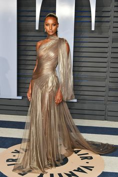 Jasmine Tookes attends the 2018 Vanity Fair Oscar Party hosted by Radhika Jones .Jasmine Tookes attends the 2018 Vanity Fair Oscar Party hosted by Radhika Jones at Wallis Annenberg Center for the Performing Arts on March 2018 in Beverly Hills, C Elegant Dresses, Pretty Dresses, Formal Dresses, Vestidos Fashion, Fashion Dresses, Jasmin Tookes, Vanity Fair Oscar Party, Red Carpet Dresses, Red Carpet Looks