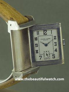 Quand Jaeger sort la reverso , plusieurs autre marque emboite le pas dont FAVRE LEUBA. Cette montre est particulièrement intéressante car elle est beaucoup plus grande qu'une reverso classique , de la taille des reverso actuelles, et surtout dans un état parfait ! Elle est largement aussi rare qu'une reverso jaeger et très connu des collectionneurs. C'est juste introuvable dans cet état !