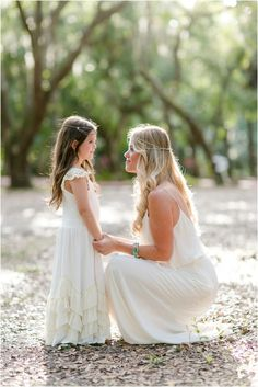Because Mommy loves me, I can tell her everything. Mommy Daughter Photography, Little Girl Photography, Children Photography, Photography Poses, Free Photography, Mommy Daughter Pictures, Mother Daughter Pictures, Mother Daughters, Daddy Daughter