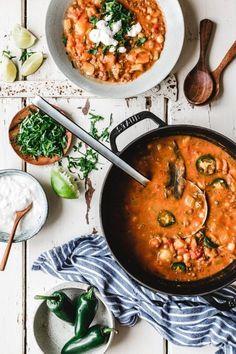 Süßkartoffel-Erdnuss-Eintopf mit Linsen & Kichererbsen - Mehr vegane Rezepte unter: www.diet-health.info - Für deutsche Rezepte @diethealthde folgen - follow for more vegan inspiration @infoen7895