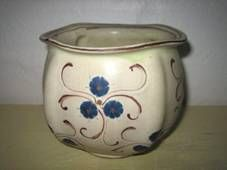 Kähler (Herman A. Kähler) pot decorated by Signe Steffensen or Tulle Emborg H: 10 cm D: 12 cm from about 1920-30s. Signed HAK. #kahler #ceramics #pottery #hak #signe #steffensen #tulle #emborg #pot #dansk #keramik #krukke #danish. SOLGT/SOLD.