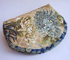 Клатч-косметичка ручной работы из ткани с цветочными японскими мотивами