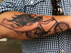 bras-tatoo-sexy-vélo