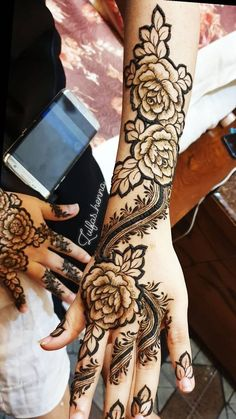 Latest Flower Mehndi Designs for Hands & Arms. Khafif Mehndi Design, Mehndi Designs Feet, Mehndi Designs 2018, Stylish Mehndi Designs, Mehndi Design Photos, Dulhan Mehndi Designs, Mehandi Designs, Mehendi, Henna Mehndi