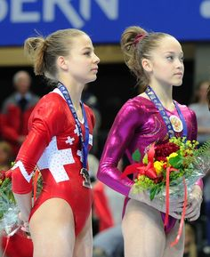 Elena Eremina (rechts) nach dem Gewinn des EM-Mehrkampfs der Juniorinnen
