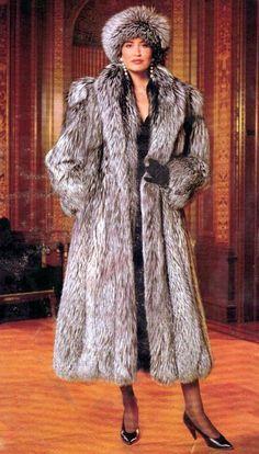 Nadire Atas on Fur Fashion Fur Fashion, Winter Fashion, Sporty Fashion, Style Fashion, Mode Russe, Jacket Outfit, Fox Fur Coat, Fur Coats, Fabulous Furs