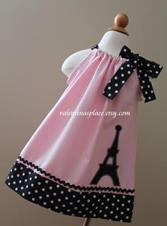 Lovely Eiffel Tower Paris pillowcase dress by Valentinasplace Toddler Dress, Toddler Outfits, Baby Dress, Kids Outfits, The Dress, Sewing For Kids, Baby Sewing, Little Girl Dresses, Girls Dresses