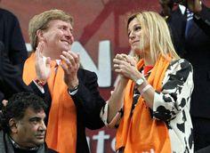 Prins van Oranje en Prinses Máxima bij halve finale Uruguay-Nederland WK Voetbal, 6 juli 2010 - Het Koninklijk Huis