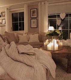 Un salon cocooning : utilisez des bougies pour créer une lumière tamisée