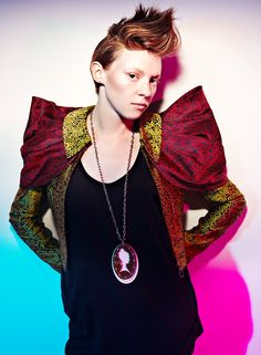 Elly Jackson (La Roux) (March 8, 1988) British singer, known from the duo La Roux.