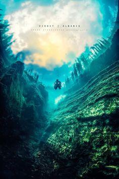 洞窟のプール 神秘的な海中洞窟の世界
