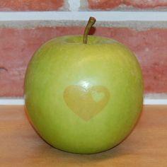 grüner Laser-Apfel mit Herz