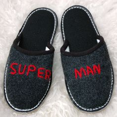 Geschenke für Männer: Hausschuhe für Supermänner, Pantoffel, Mode / slippers for super men, house shoes, fashion by Schaffell-und-Schafwolle-Laden via DaWanda.com