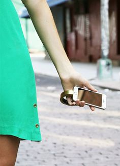 The Q bracelet - a stylish bracelet that charges your smartphone. WANT!