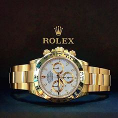 Gold Rolex Daytona with a white dial. Presenting the finest Men's Watches collection inspiration sharing. Best gift for men in fine suits. Rolex Watches For Men, Gents Watches, Luxury Watches For Men, Cool Watches, Rolex Datejust, Rolex Boutique, Rolex Daytona Gold, Gold Rolex, Expensive Watches