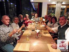 Zufriedene, langjährige Gäste werden geehrt im Hotel Schwarzer Adler in Nauders Table Settings, Table Decorations, Eagle, Black Man, Table Top Decorations, Place Settings, Dinner Table Settings, Dinner Table Decorations, Setting Table
