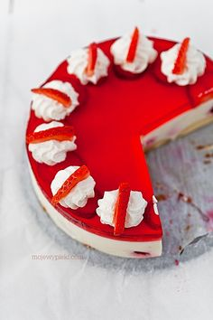 Indulge yourself with this no-bake cheesecake! For low carb version just don't add cookies. Polish Desserts, Polish Recipes, No Bake Desserts, Polish Food, Jelly Cheesecake, Strawberry Cheesecake, Sweet Recipes, Cake Recipes, Dessert Recipes