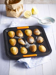 Le Creuset Mandolin baking tray Bake up a storm with Le Creuset bakeware, superb quality made in France 🇫🇷 Invest in quality non-stick bakeware and the whole process is a joy 💞 This coating is produced without the use of potentially toxic PFOA 🙌 Le Creuset, Home Baking, Kitchen Essentials, How To Make Bread, Pretzel Bites, Bread Baking, Tray Bakes, Afternoon Tea, Cupcake Cakes