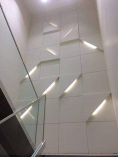 Staircase landing wall pattern Any person can generate a property sweet home, even when the budget is tight. There are a great number of con. Stair Walls, Staircase Wall Decor, Staircase Design, Diy Wall Decor, Staircase Landing, Interior Walls, Home Interior, Wall Cladding Interior, Interior Modern
