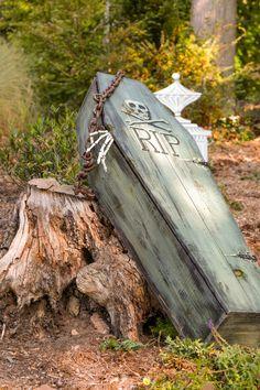 RIP in the #suburbs. Taking #halloween to the next level. #millburnnj #morningwalk Walking, Marketing, Halloween, Lady, Modern, Pictures, Travel, Photos, Trendy Tree