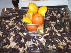 Cáscaras de naranjas confitadas (de la planta del patio de casa) y bañadas en chocolate semiamargo-2011