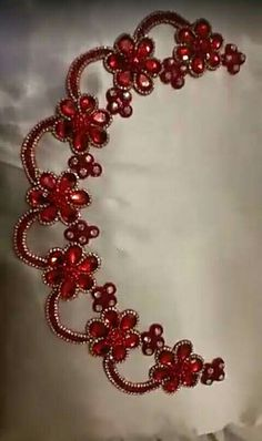 Embroidery Neck Designs, Embroidery Suits Design, Creative Embroidery, Hand Embroidery, Ballroom Jewelry, Crystal Embroidery, Tambour Beading, Lace Saree, Motifs Perler