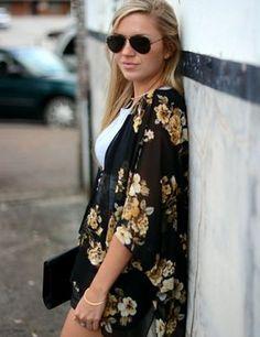 veste kimono en soie noire à motifs floraux dorés