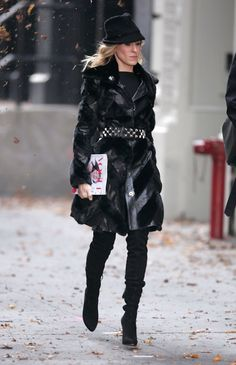 Pin for Later: 43 Style Lessons We Learned From Carrie Bradshaw Head-to-Toe Black Has Just the Right Amount of Attitude