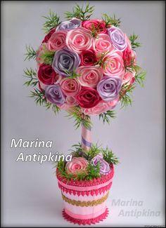 magic-dom.ru Topiary Centerpieces, Floral Centerpieces, Ribbon Art, Fabric Ribbon, Kanzashi Tutorial, Fabric Roses, Flower Ball, Valentines Day Treats, Diy Headband