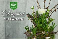 DIY: ausgefallenes Blumengesteck als Osterdeko selber machen. Tutorial und Materialliste findet Ihr hier: https://www.deko-kitchen.de/diy-huebsche-osterdeko-mit-zweigen-und-federn/