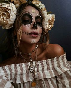 Did someone say Halloween costume goals Kinda obsessing over this day of the dead look is showing everyone up this year and we're totally ok with it! Tell us your all time favorite Halloween costume OR what you're dressing up as this year! Looks Halloween, Halloween Face Makeup, Halloween Costumes, Halloween Inspo, Halloween Halloween, Fashion Editorial Makeup, Beauty Editorial, Editorial Hair, Maquillage Sugar Skull