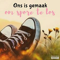 ons is gemaak om spore te los Wisdom Quotes, Life Quotes, Lekker Dag, Afrikaanse Quotes, Goeie More, Losing Someone, Wise Words, Favorite Quotes, Profile Pics