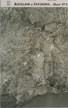 1940 aerial map of New Lynn. Wairau Creek at top left runs between Glendene and Kelston. Green Bay at bottom of photo. Nz History, Auckland New Zealand, Old Photographs, Old Maps, Green Bay, Libraries, City Photo, Collections, Maori