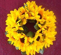 Mira este artículo en mi tienda de Etsy: https://www.etsy.com/listing/244189601/candle-ring-6-with-sunflowers