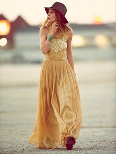 Gorgeous flowy maxi dress summer outfits womens fashion clothes style apparel clothing closet ideas hat