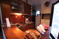 Ferienhaus Divas in Bibinje Zadar fast direkt am Meer Bridal Collection, Divas, Kitchen, Home, Cooking, Kitchens, Ad Home, Homes, Cuisine