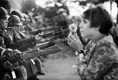 La fille à la fleur, Washington, 1967 © Marc Riboud