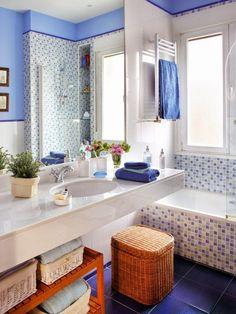 Casinha colorida: Banheiros e lavabos azuis