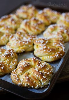 Swedish Orange Sweet Buns made with a buttery, cardamom dough layered with fragrant orange sugar, then knotted, topped with crunchy Swedish pearl sugar and baked until they're golden brown. Muffins, Sweet Buns, Scandinavian Food, Swedish Recipes, Norwegian Recipes, Cupcakes, Biscuits, Bread Rolls, Snacks