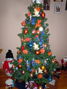 UVA Lacrosse Christmas tree Lacrosse Quotes, School Spirit, Christmas Time, Holiday Decor, Swag, Sports, Hs Sports, Sport
