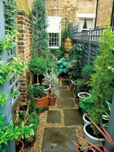 Urban Garden Design Narrow Garden Space of Townhouse This very narrow space on the side of a townhouse is made more interesting by using an interesting paving pattern with tiles and pea gravel, plus a variety of plants in pots. Small Courtyard Gardens, Small Backyard Gardens, Backyard Garden Design, Small Garden Design, Small Gardens, Outdoor Gardens, Courtyard Ideas, Side Gardens, Garden Ideas For Small Spaces