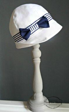 """Patron gratuit de chapeau cloche 1920 avec explications et tutoriel. Réalisé pour le Festival Biarritz Années Folles pour assortir à une tenue """"marin"""""""