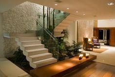 Jardim de inverno embaixo da escada | Fórum da Construção