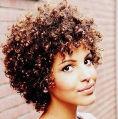 Cómo rizarte el pelo con una camiseta | Cuidar de tu belleza es facilisimo.com